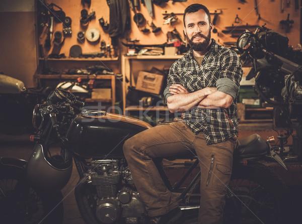 Vintage stile moto garage uomo Foto d'archivio © Nejron
