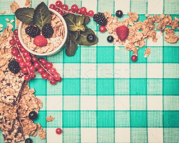 小 ボウル ミューズリー 新鮮な 液果類 テーブルクロス ストックフォト © Nejron