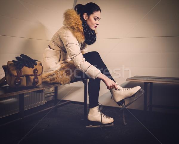 Lány korcsolya szekrényes öltöző nő sport fiatal Stock fotó © Nejron