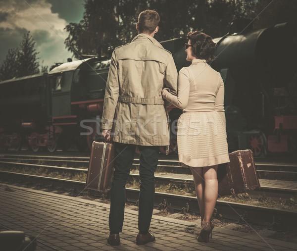 Gyönyörű klasszikus stílus pár bőröndök vasútállomás Stock fotó © Nejron