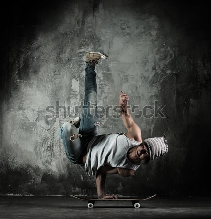 Jovem bboy homem nu torso freio Foto stock © Nejron