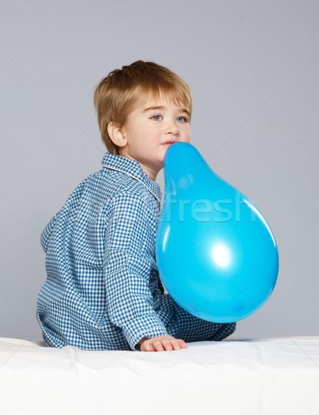 Weinig jongen Blauw pyjama ballon Stockfoto © Nejron