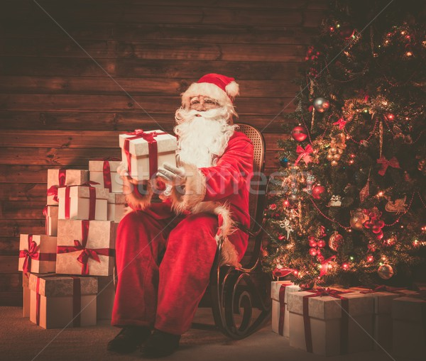 Kerstman vergadering schommelstoel houten home interieur Stockfoto © Nejron