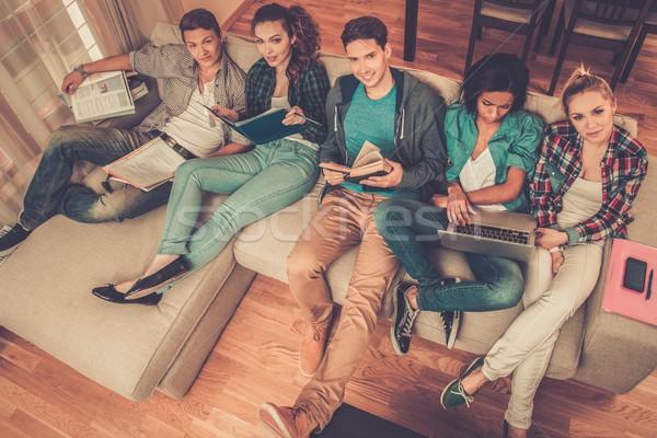 Groupe élèves examens appartement intérieur ordinateur Photo stock © Nejron