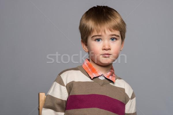 Weinig jongen cardigan vergadering stoel glimlach Stockfoto © Nejron
