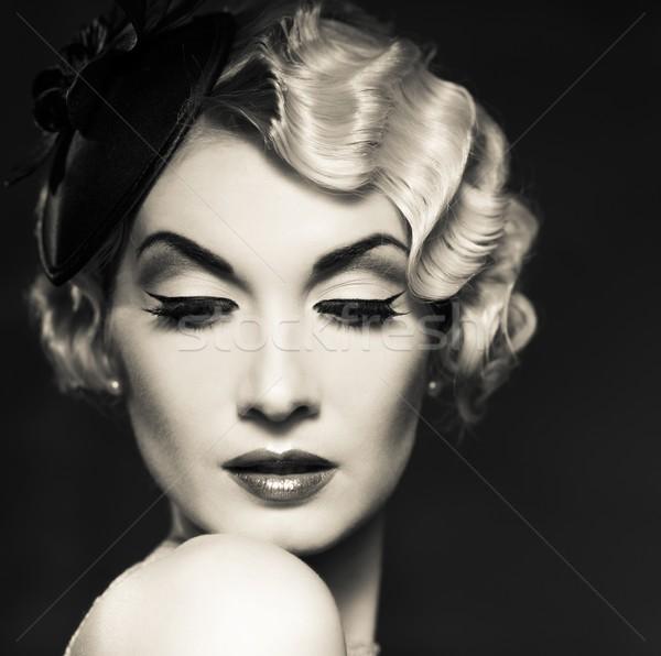 Monocrom portret elegant retro femeie Imagine de stoc © Nejron