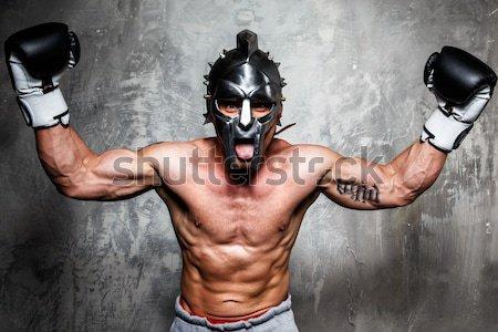 Gladiatore corpo muscoloso spada casco guerra esercizio Foto d'archivio © Nejron