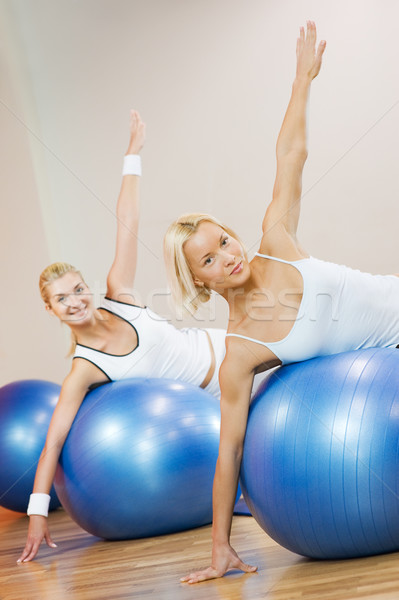 Grupo de personas fitness ejercicio pelota nina mujeres Foto stock © Nejron