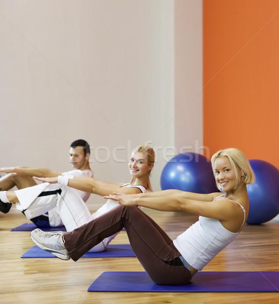 Grupy ludzi fitness wykonywania dziewczyna szczęśliwy sportu Zdjęcia stock © Nejron