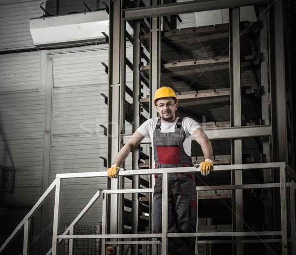 Hombre seguridad sombrero fábrica trabajador industrial Foto stock © Nejron