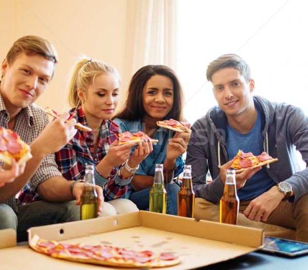 Grupy młodych znajomych pizza butelek Zdjęcia stock © Nejron