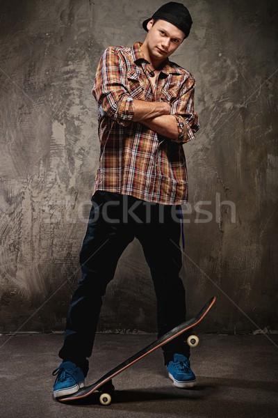 молодым человеком скейтборде стены джинсов подростков Skate Сток-фото © Nejron
