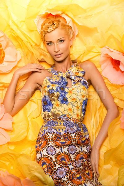Piękna młoda kobieta duży żółte kwiaty kobieta kwiaty Zdjęcia stock © Nejron