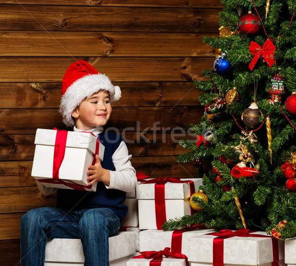 Stock fotó: Kicsi · fiú · mikulás · kalap · ajándék · doboz · karácsonyfa