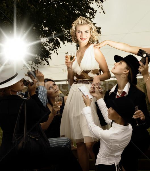 Mooie blond meisje fans rond vrouw Stockfoto © Nejron