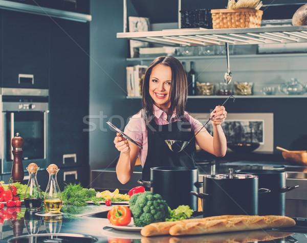 若い女性 エプロン 現代 キッチン ひしゃく ストックフォト © Nejron