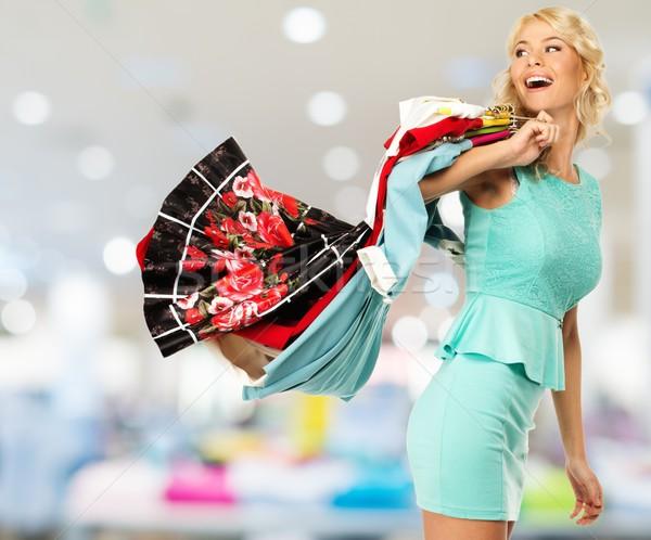 Mosolyog szőke nő választ ruházat pláza Stock fotó © Nejron