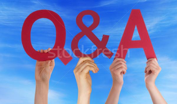 Kezek tart piros egyenes kérdések válaszok Stock fotó © Nelosa