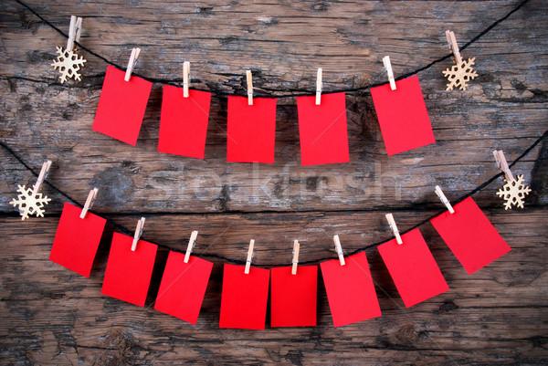 Stock fotó: Sok · üres · piros · címkék · fából · készült · akasztás