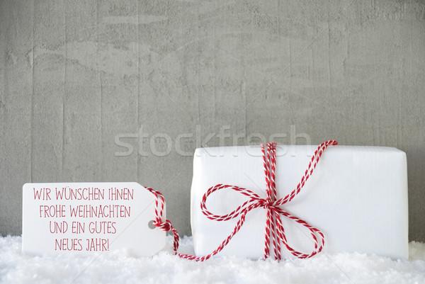 Uno regalo cemento capodanno etichetta testo Foto d'archivio © Nelosa
