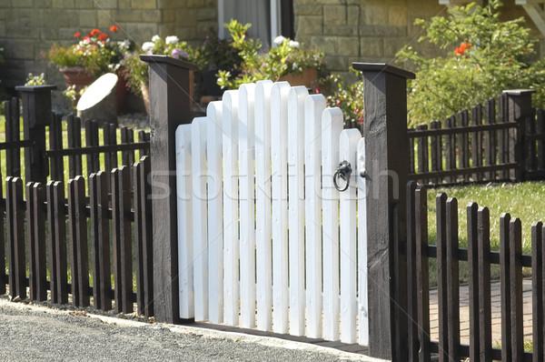 летнее ограждение двора с калиткой