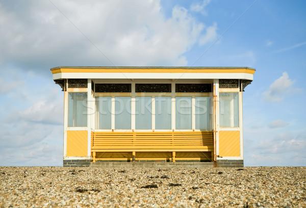 Tempestade abrigo resistiu praia azul nublado Foto stock © nelsonart
