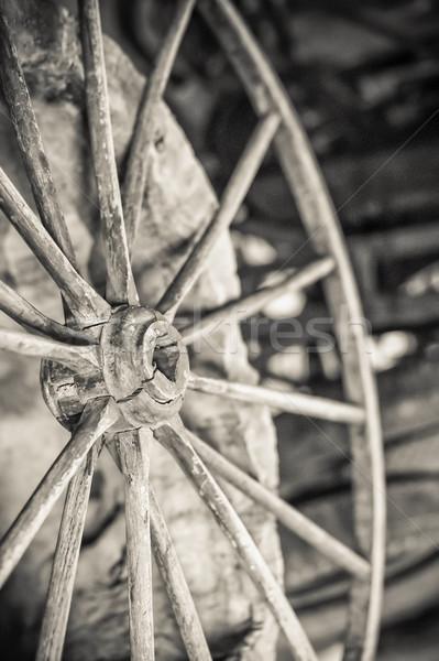 Vintage panier roue bois bois Photo stock © nelsonart