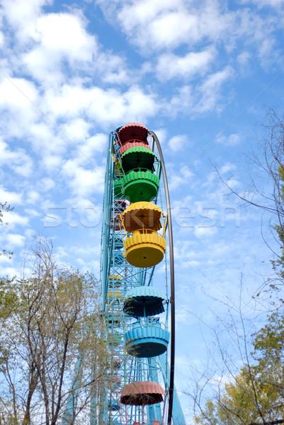 Foto stock: árvores · céu · nuvens · metal · azul