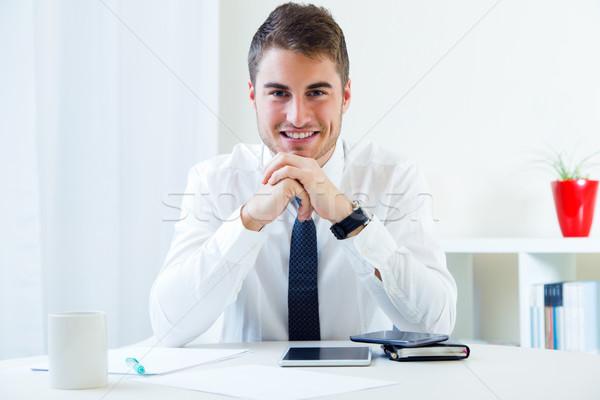 Jonge knappe man werken kantoor portret vergadering Stockfoto © nenetus