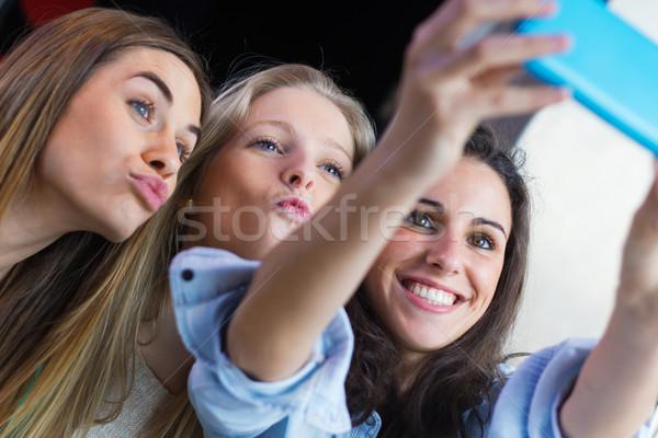 3  友達 写真 スマートフォン ストックフォト © nenetus