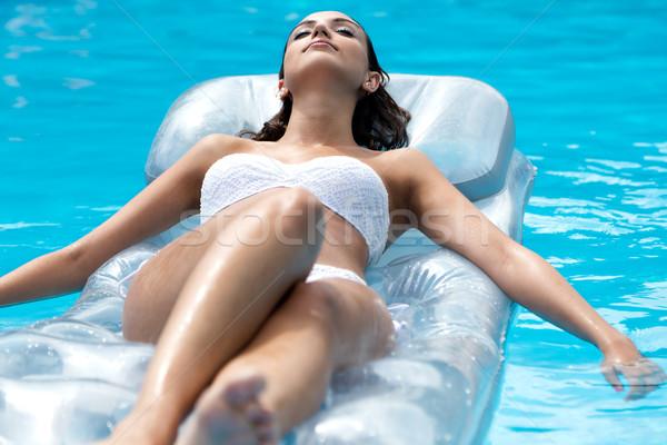 Bastante menina relaxante piscina verão retrato Foto stock © nenetus