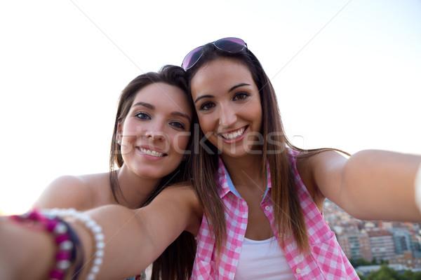 Mooie meisjes dak zonsondergang outdoor Stockfoto © nenetus