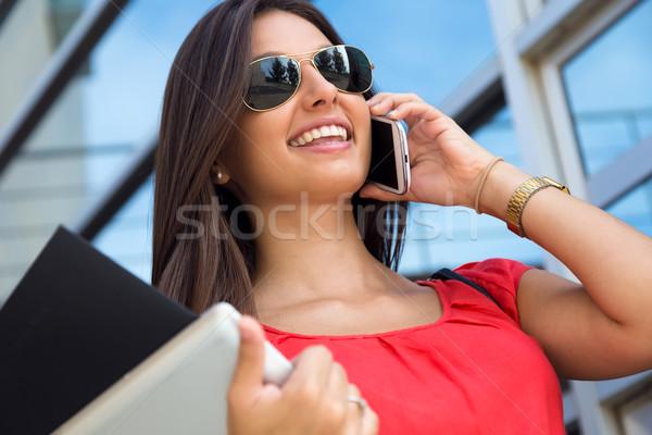 Bastante mulher jovem falante retrato telefone Foto stock © nenetus