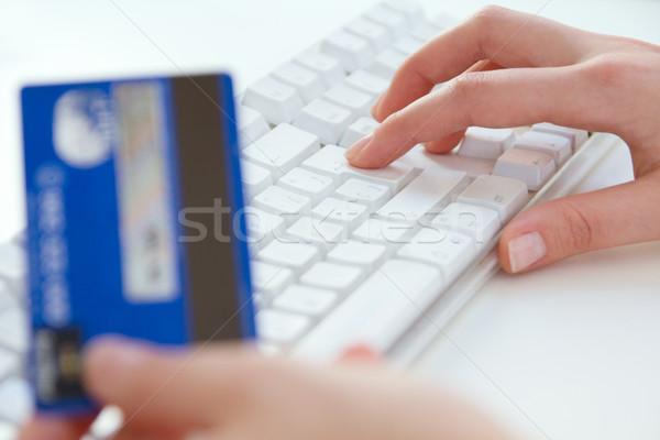 On-line pagamento mulher mãos laptop cartão de crédito Foto stock © nenetus