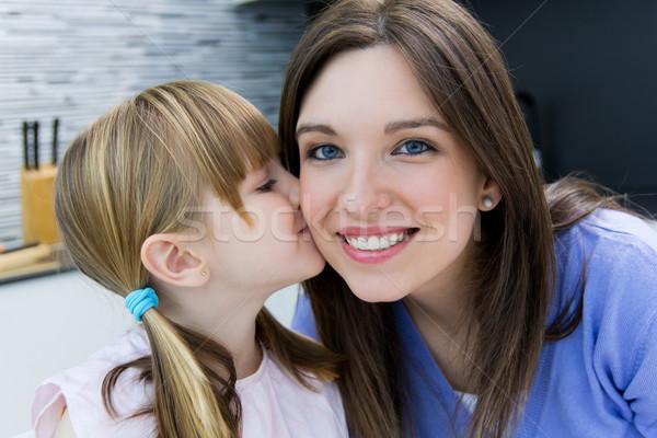 Criança beijo mãe bochecha retrato cara Foto stock © nenetus