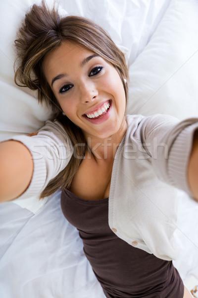 Mooi meisje smartphone portret home mode Stockfoto © nenetus