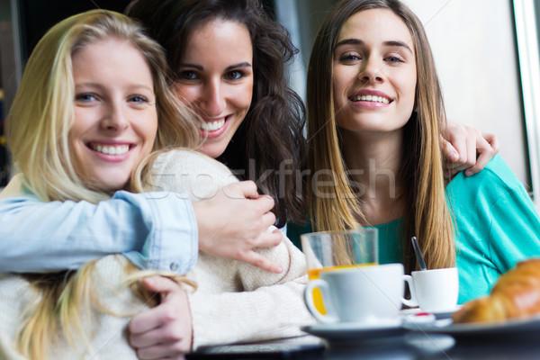 Tre giovani donne pausa caffè ritratto primavera felice Foto d'archivio © nenetus