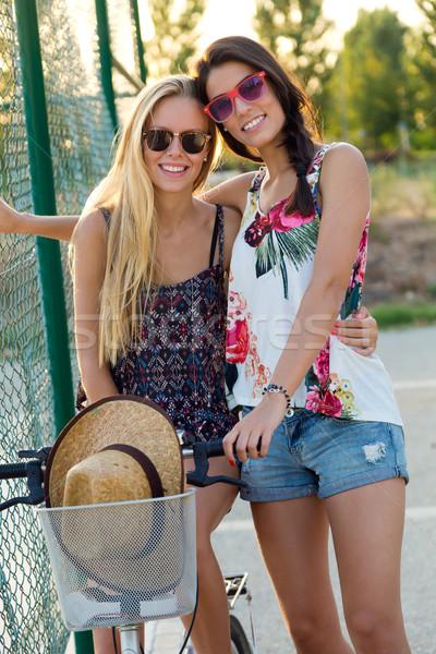 Jonge mooie meisjes park outdoor Stockfoto © nenetus
