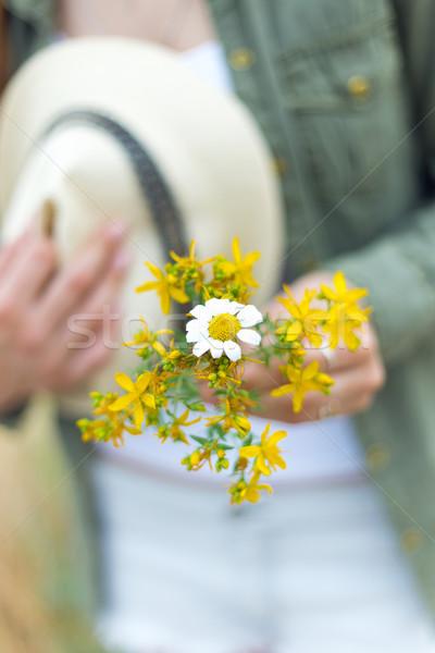 Kız buket sarı çiçekler park portre Stok fotoğraf © nenetus