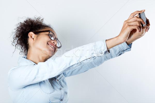 Aranyos afroamerikai nő elvesz fotó lány kéz Stock fotó © nenetus