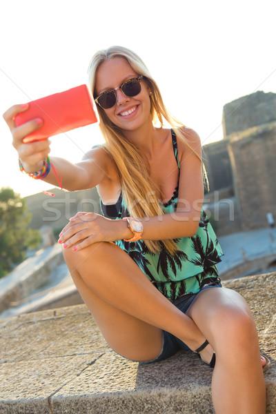 Mooie blond meisje dak outdoor Stockfoto © nenetus