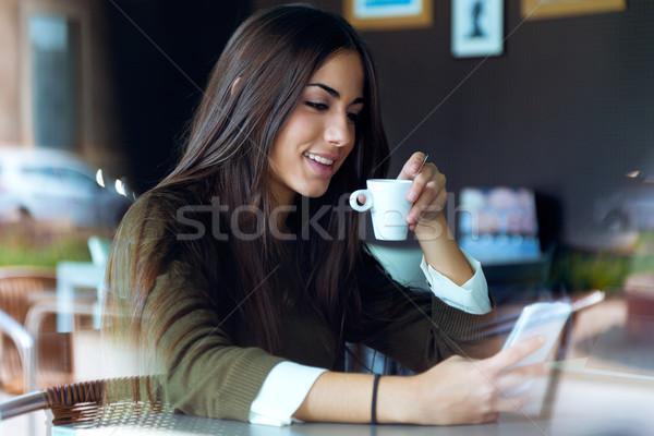 Beautiful girl telefone móvel café retrato negócio modelo Foto stock © nenetus