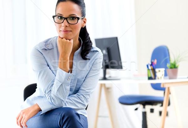 Jonge mooie zakenvrouw kantoor portret vrouw Stockfoto © nenetus