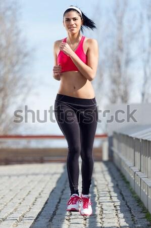 Mulher jovem cena urbana corpo exercer energia Foto stock © nenetus