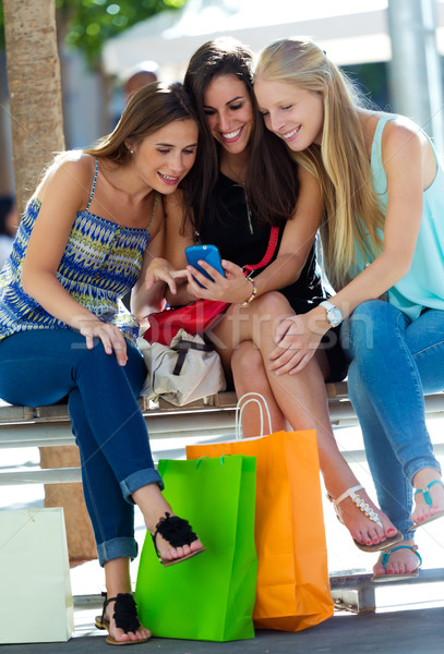 Grup arkadaşlar akıllı telefonlar açık portre Stok fotoğraf © nenetus