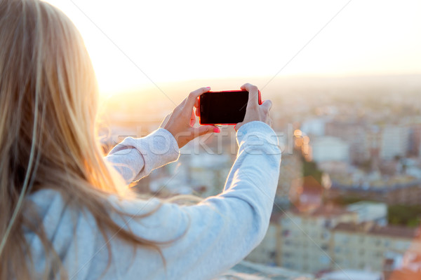 Beautiful blonde girl taking pictures of the city. Foto stock © nenetus