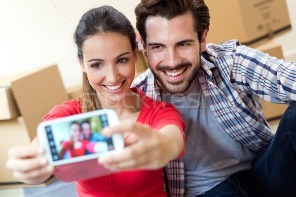 Nieuw huis smartphone vrouw gelukkig Stockfoto © nenetus