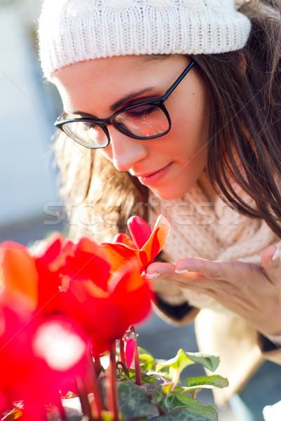 Jovem bela mulher compras mercado ao ar livre retrato Foto stock © nenetus