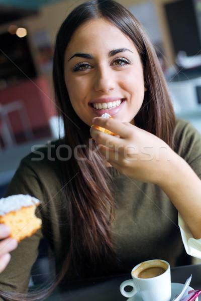 Güzel kız içme kahve oturma kentsel Stok fotoğraf © nenetus
