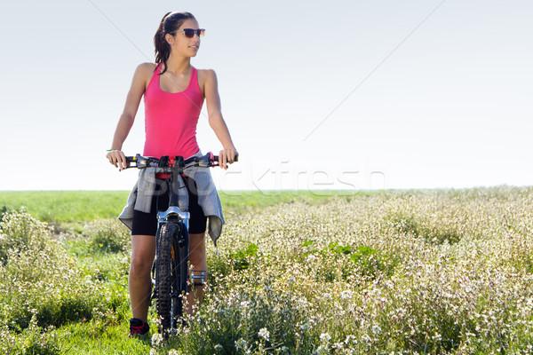 Caber mulher equitação mountain bike primavera retrato Foto stock © nenetus